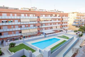 ¡Espectacular piso con terraza y piscina! photo 0