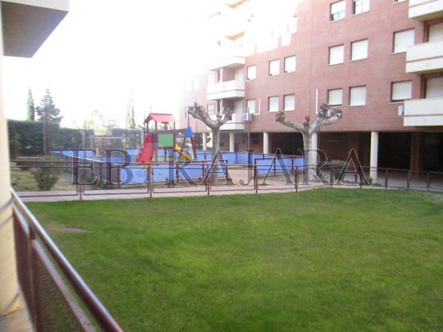 Amplia vivienda en zona residencial con zonas comunes con jardines y piscina photo 0
