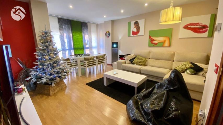 Piso exterior de 2 habitaciones, salón, cocina y baño. También dispone de garaje y trastero. photo 0