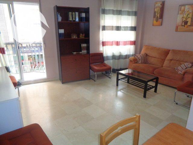se vende piso en el centro, consta de dos dormitorios, salón, cocina, baño, patio y trastero photo 0