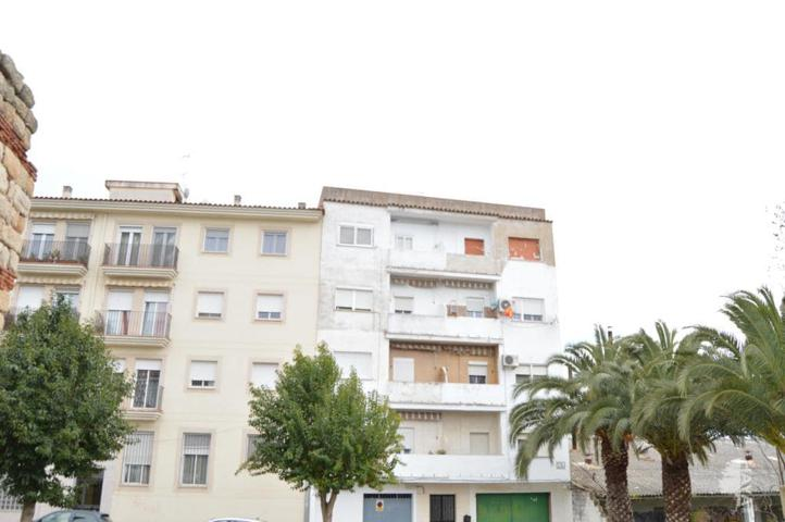 Piso en venta en Calle Vicente Navarro Del Castillo, Mérida, Badajoz photo 0
