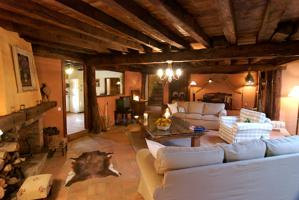 Casa rural en venta en Adrada de Pirón. Cuatro dormitorios y dos baños. Jardín de 147 metros. Excelente conservación. photo 0