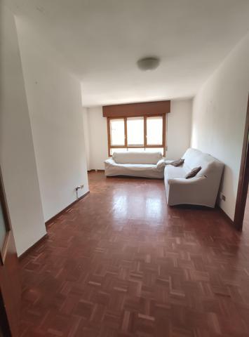Apartamento soleado adaptado para personas con discapacidad distribuido en dos dormitorios uno de ellos con armarios empotrados y el otro con terraza cuadrada y orientada al sur, salón-comedor, cocina distribuída en dos ambientes, baño y amplio trastero d photo 0