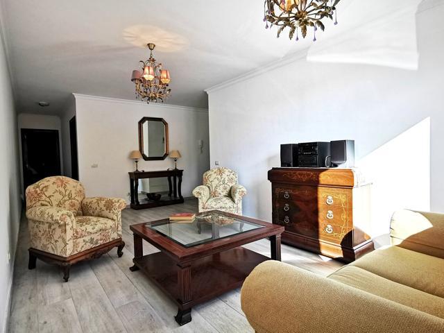 Piso de tres dormitorios con patio, en Urbanización Casas Ducales, Cruz del Ovejero photo 0