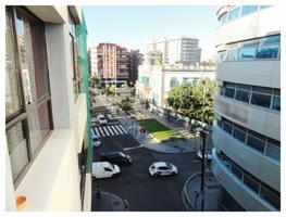 Céntrico piso de 90 m² útiles con 3 dorm., 2 baños, plaza de garaje y trastero en la zona de la Plaza  de La Feria. photo 0