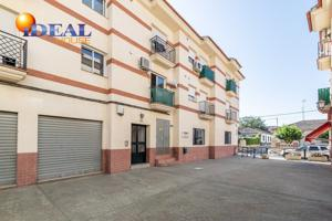 Piso con ascensor y garaje en Cullar Vega photo 0