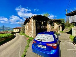 Casas Asturiana de Piedra con cuadra pegante y una finca urbana que la rodea muy soleada photo 0