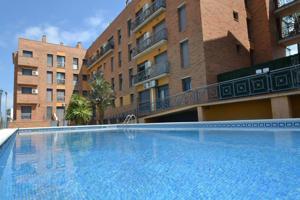 Planta baja con terraza privada y piscina comunitaria photo 0