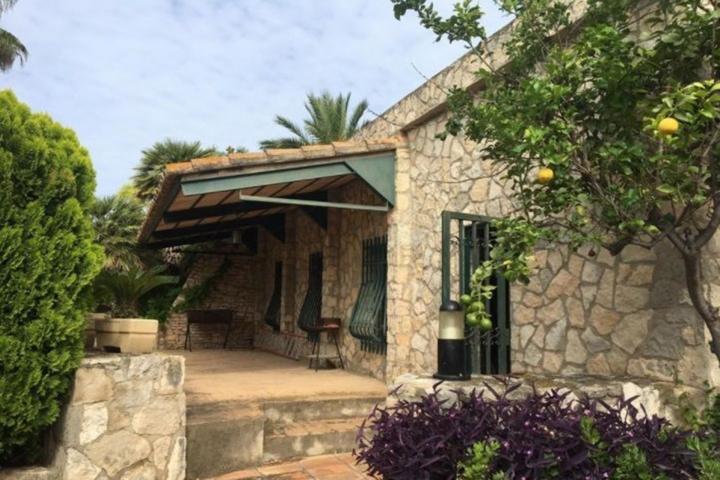 Casa con fantástico jardín. photo 0