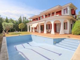 Villa En venta en Alella photo 0