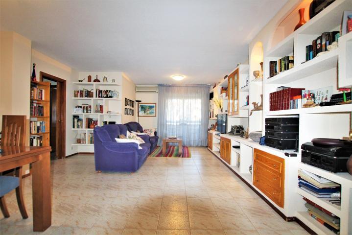 Inmobiliaria Garsan Alcobendas pone a la venta en exclusiva fabulosa  vivienda de 110 m² con un cuarto trastero de 16 m² y 2 plazas de garaje en  Av. ...