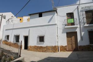Casa en la población de Santa Cruz de Marchena a unos 30 km. de Almeria capital, aeropuerto y las playas del Parque Natural de Cabo de Gata.  Esta ubicada sobre un solar de 93 m2 y sus 135 m2 construidos se distribuyen en su planta baja en dos dormitorio photo 0