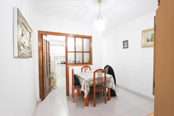 Luminoso piso en Calle Manrique, 3 dormitorios, 2 baños, patio y trastero. Málaga photo 0