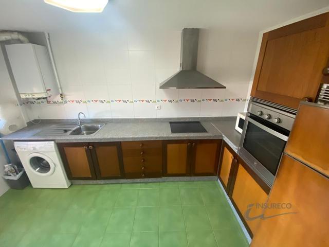 Apartamento en buen estado en el Barrio de la Inmaculada. Se distribuye en salón, cocina, dos dormitorios y dos baños. Terraza en la cocina. Plaza de garaje y dos trasteros.  photo 0