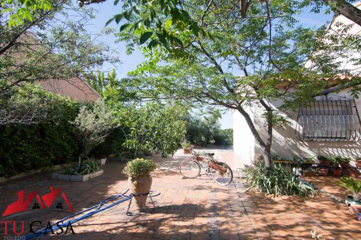 Chalet individualcon amplio jardín. photo 0