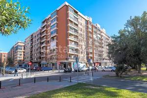 Piso en venta en València de 82 m2 photo 0