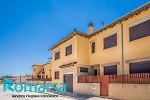 Casa - Chalet en venta en La Colilla de 141 m2 photo 0