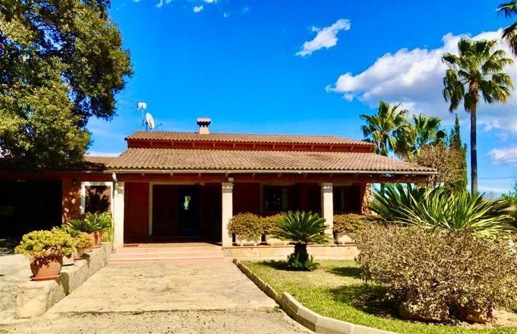 Atractiva casa con licencia vacacional y piscina photo 0