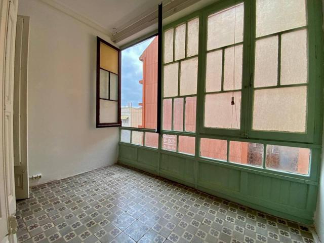 Piso en venta en La Vila de Gràcia photo 0