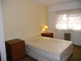 Se alquila piso de 2 dormitorios amueblado. Calefacción central incluida en el precio.Muy buena zona, céntrico, próximo a Renfe y Continental. photo 0