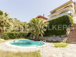 Estupenda casa con piscina y vistas en Abrera photo 0