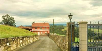 Casa con 31.775 m2 terreno, parte edificable, zona Alto La Miranda, (Llanera) Asturias photo 0