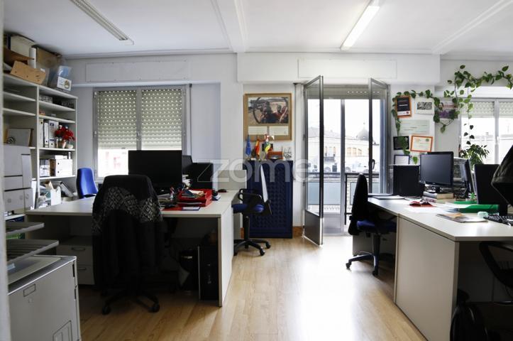 Maravilloso piso en séptima altura en la mejor zona de Logroño, tres dormitorios, salón, cocina y baño photo 0