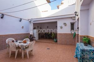 Se vende piso en el Tomillar (Puerto De la Torre) consta de un salón, cocina independiente, tres dormitorios, dos baños completos y un gran patio. photo 0