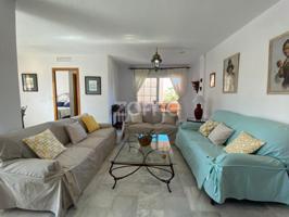 Fantástico dúplex en urbanización privada en Marbella de 3 habitaciones y 2 baños con piscina comunitaria a 5 minutos andando de playa de Las Chapas photo 0