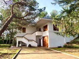 Chalet en venta en la carretera de Soria, impresionante, en parcela de seis mil metros cuadrados. photo 0