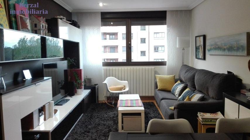 Piso de dos dormitorios, dos baños, garaje trastero y piscina. photo 0
