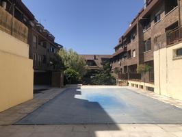Apartamento en el centro de La Rozas de Madrid. Se encuentra ubicado en urbanización con piscina y zona ajardinada con solarium. El piso esta en la segunda planta del edificio sin ascensor. photo 0