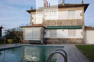 Casa - Chalet en venta en Vigo de 360 m2 photo 0