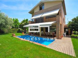 Casa con piscina privada en tranquila zona residencial photo 0