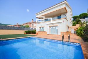 Casa en venta en Vilassar De Dalt, con 417 m2, 6 habitaciones y 5 baños, Piscina, Ascensor, Aire acondicionado y Calefacción caldera individual gas ciudad. photo 0