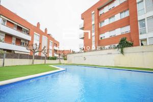 Ático en venta en Montgat, con 112 m2, 3 habitaciones y 2 baños, piscina comunitaria, 2 terrazas, 1 plaza de garaje, ascensor, aire acondicionado y calefacción caldera individual gas ciudad. photo 0