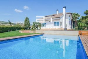 Casa en venta y alquiler en Alella, con 506 m2, 7 habitaciones y 5 baños, Piscina, Amueblado, Aire acondicionado y Calefacción caldera individual gas ciudad. photo 0