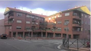 Vendo piso en Entrena, (La Rioja), y regalo local comercial photo 0