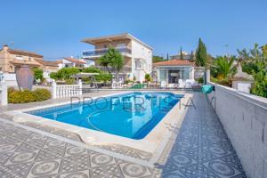 Hermoso chalet con piscina en Torredembarra photo 0