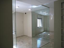 Esta oficina se encuentra ubicada en una de las mejores zonas de Ciudad Real, Plaza del Pilar. Todos los servicios a tu alcance, muy luminoso, totalmente reformado, aislante acústico y térmico en toda la oficina. photo 0