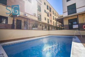 ¿Quiere vivir junto a Granada en una zona tranquila y bien comunicada en una urbanización con piscina? photo 0