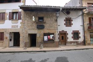 Casa adosada en el centro de Lakuntza photo 0