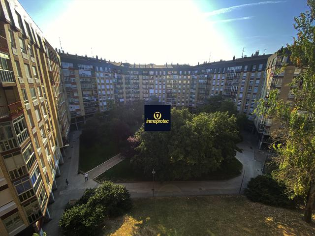 Piso a la venta de 4 habitaciones en el barrio de Aranbizkarra, Vitoria-Gasteiz, Álava photo 0