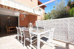 Casa - Chalet en venta en Alcalá de Henares de 270 m2 photo 0
