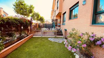 Precioso bajo con jardín en la mejor urbanización de Villanueva de la Cañada photo 0