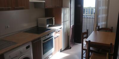 Se alquila piso en Trintxerpe-Pasaia,enfrente del mercado, amueblado,consta de 2 habitaciones,baño-ducha,cocina equipada,dos balcones,a un paso de comercios ,bus. photo 0