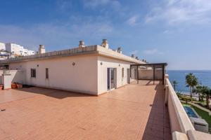 Precioso Ático de tres dormitorios con espectacular terraza en Castell de Ferro photo 0
