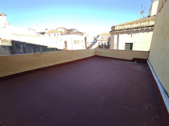 Piso reformado de 1 dormitorio con espectacular terraza y balcón. Tiene aire acondicionado. Baño completo photo 0