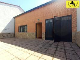 Casa - Chalet en venta en Muñico de 220 m2 photo 0