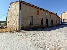Casa de piedra con patio de 80 m2 a reformar en Cardeñosa photo 0